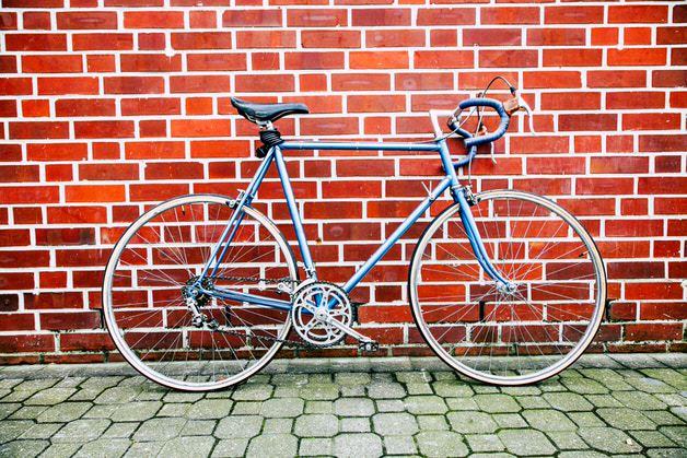 青いクロモリ自転車