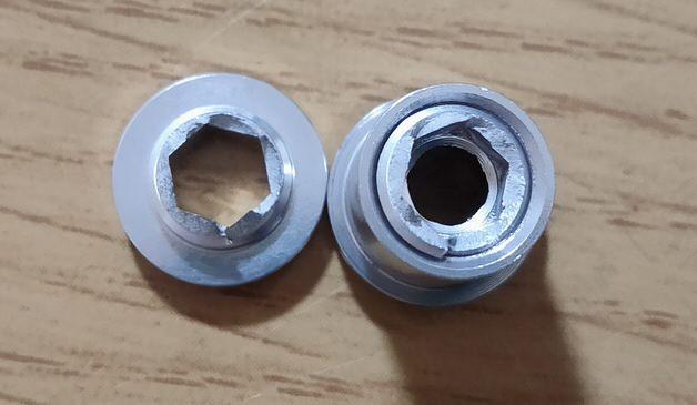 破断したアルミニウムボルト