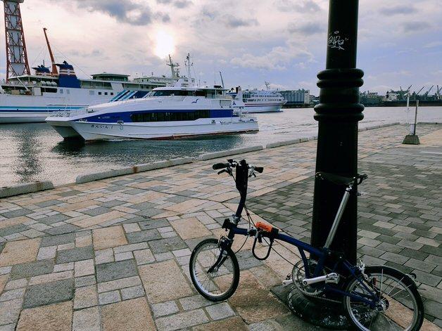 港にたたずむブロンプトン