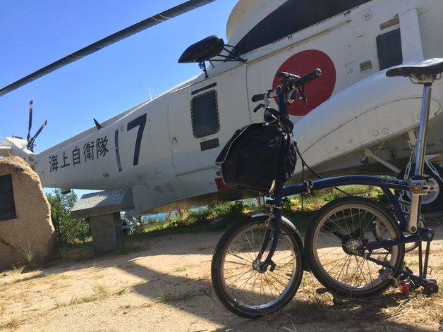 ブロンプトンと海上自衛隊ヘリ