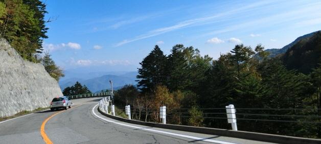 晴天の山道