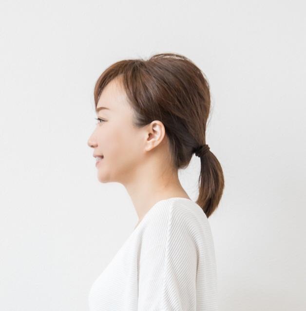 正しい頸椎アーチの女性