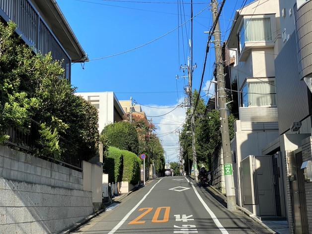 街中にある坂